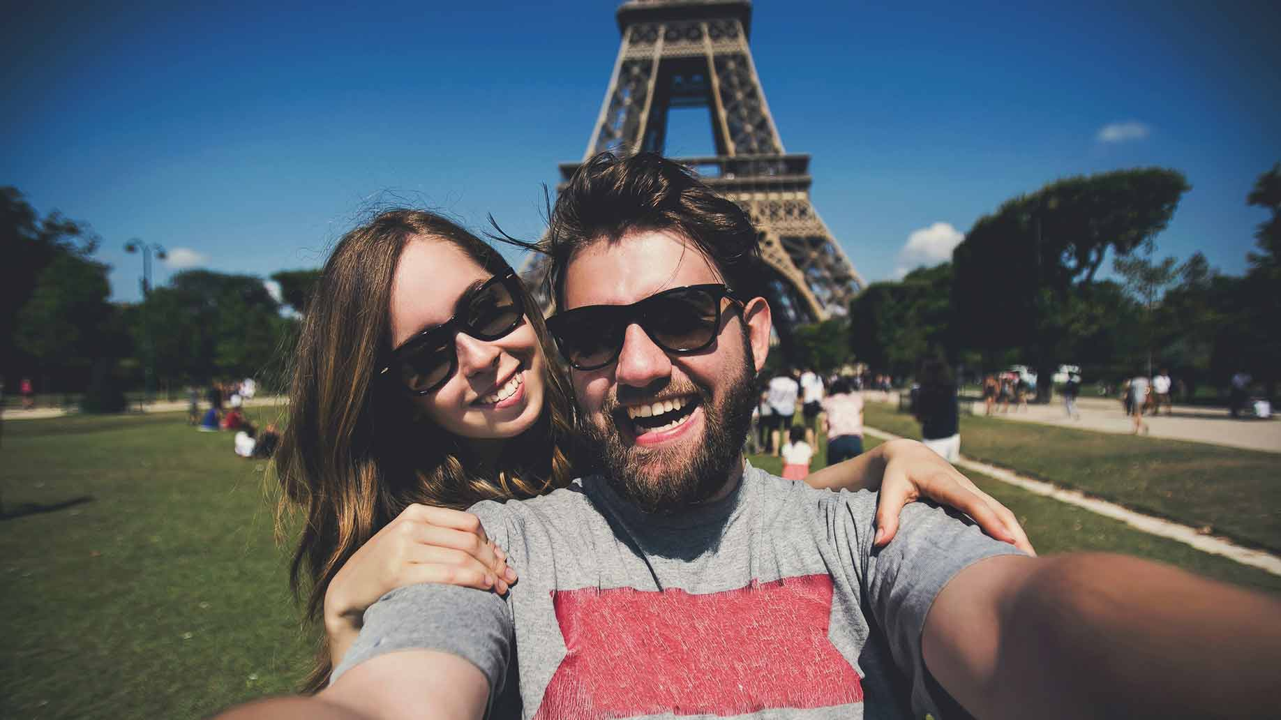 couple in paris france eiffel tower