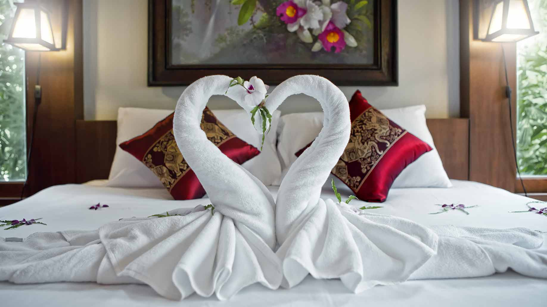 honeymoon suite towel swans
