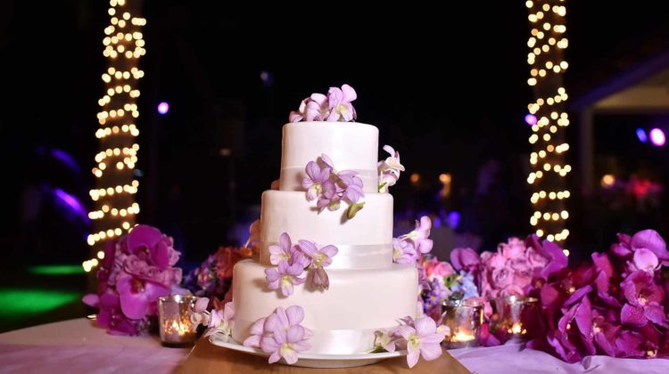 How Much Does a Wedding Cake Cost – Ideas & Prices