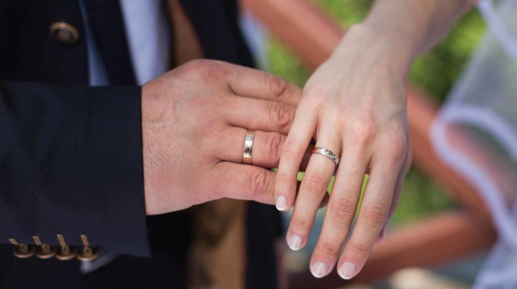 wedding rings hands